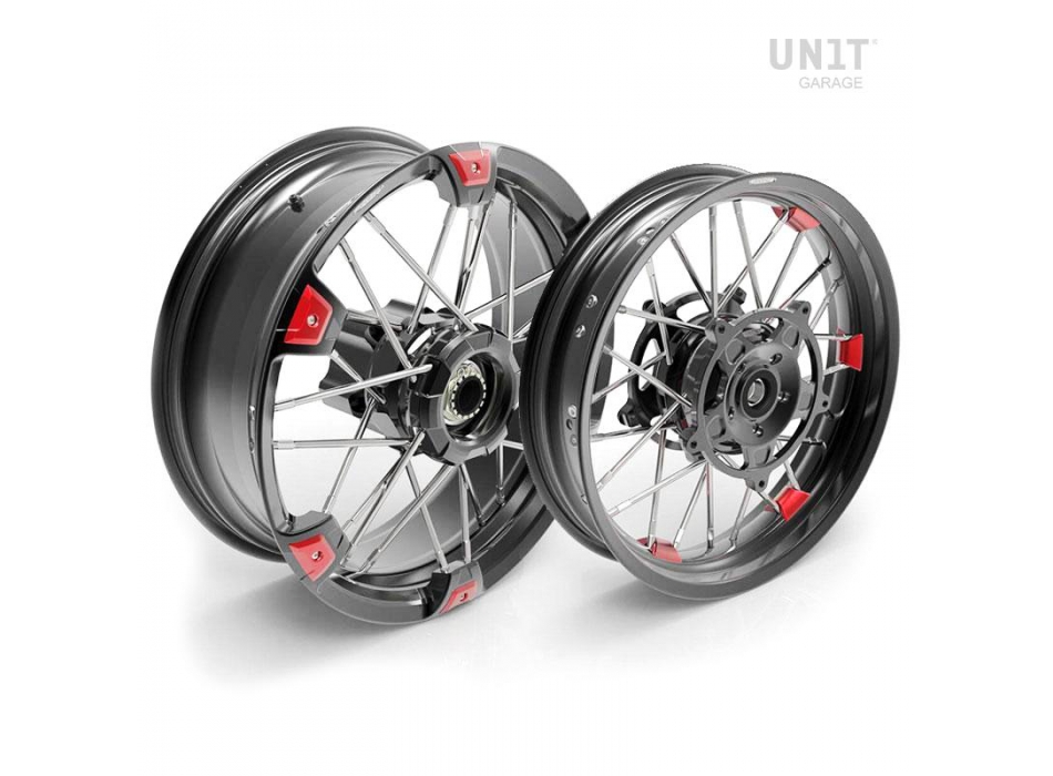 Par de ruedas de radios NineT Racer y Pure 24M9 SX tubeless