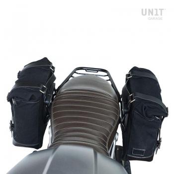 Dos bolsos laterales en piel dividida + doble marco NineT simétrico